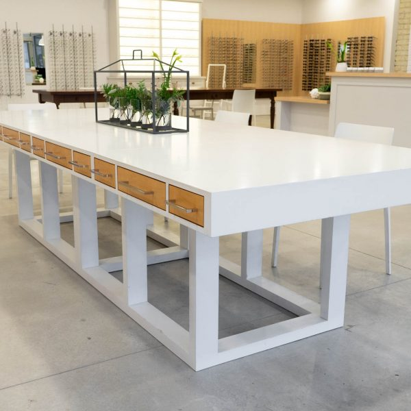 White dispensing table